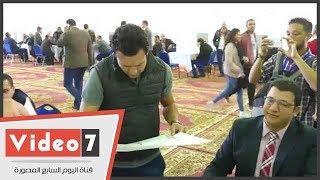 أبو العلا أثناء الإدلاء بصوته بإنتخابات الزمالك