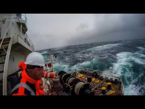 (Судовой механик) жизнь судна и его экипажа (работа моряков)