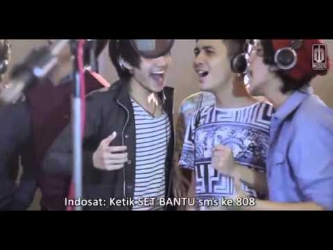 d'Masiv featuring Ariel, Giring, Momo   Esok Kan Bahagia  with Lirics   YouTube