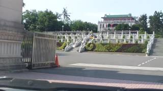 從車內看高雄~高屏橋下神農路長庚醫院澄清湖水漾會館