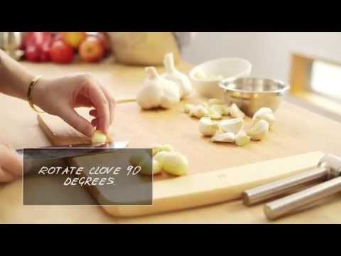 How to Peel and Mince Garlic