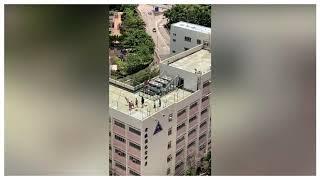 Publication Date: 2019-08-11 | Video Title: 【反送中】疑似余振強紀念中學的學生 在學校頂層演練示威衝擊