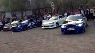Спортивные машина города Уссурийск(Если вам понравился этот ролик, вы можете отблагодарить автора, поставив лайк под этим видео. Если же он..., 2014-03-22T09:35:44.000Z)