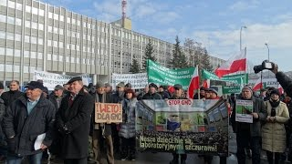 Protest rolników pod Świętokrzyskim Urzędem Wojewódzkim w Kielcach  03.02.2015