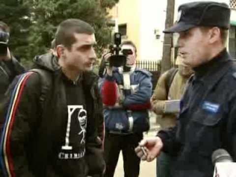 Curaj.TV - Iliescu întâmpinat cu lumânări la ziua lui