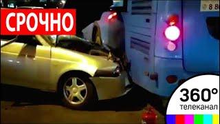 В Москве легковушка протаранила автобус с пассажирами