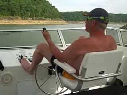Steering 84ft. Houseboat with HydraNautics stern thruster remote control