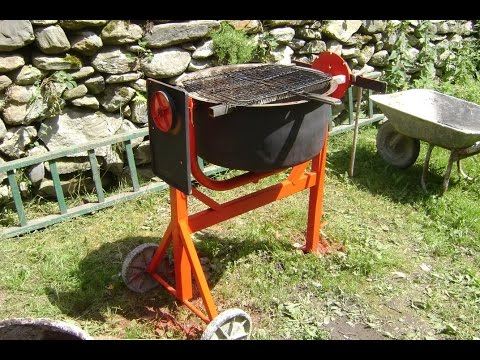 recycler une b tonni re en barbecue transform a cement mixer in a bbq youtube. Black Bedroom Furniture Sets. Home Design Ideas