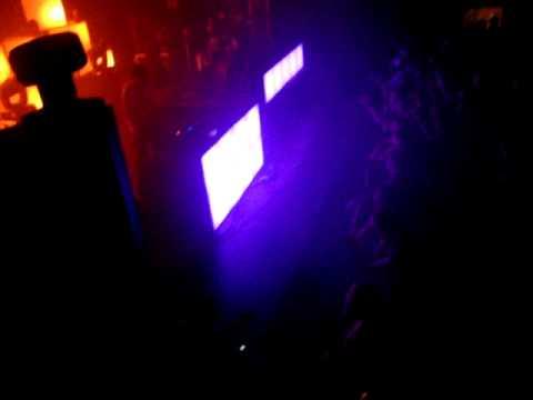 Big Gigantic - Live @ the Music Farm - Black & Yellow (Big G Remix) (1)