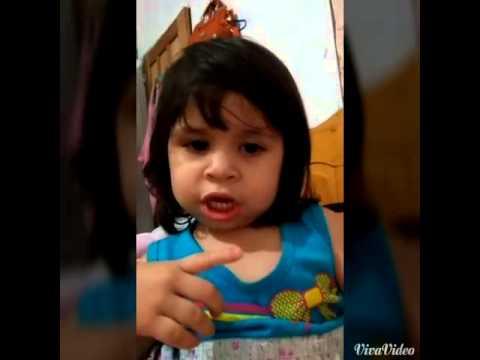 Ana Izabella cantando frouze