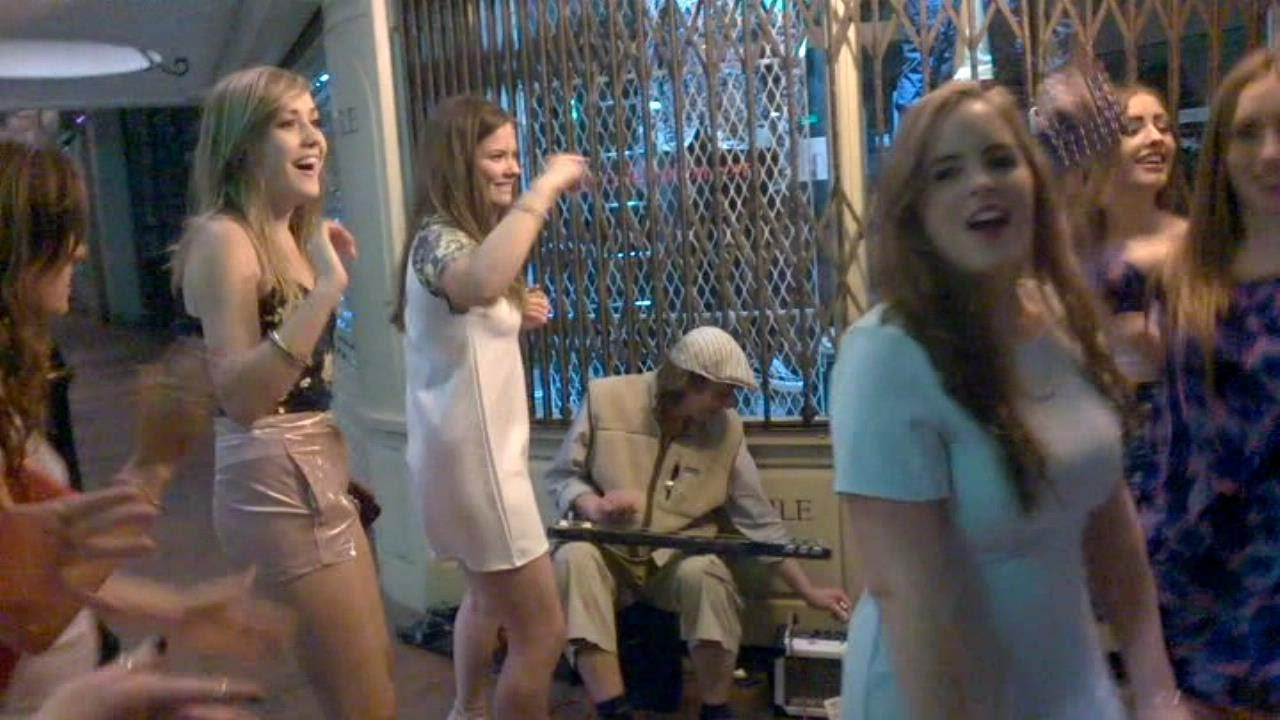 Sexy Girls going crazy to Slide Guitar ! NSG.