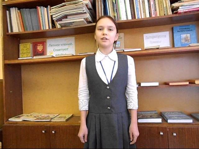 Изображение предпросмотра прочтения – ВалентинаПопова читает произведение «Кукушка и Петух» И.А.Крылова