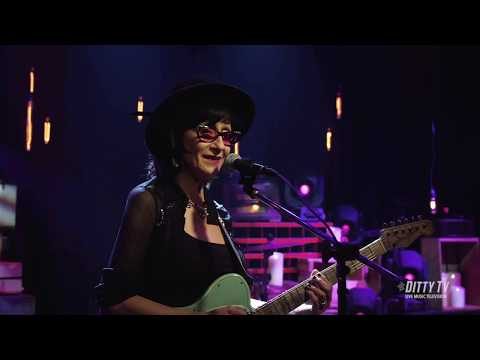 """Rosie Flores performs """"Simple Case of the Blues"""" on DittyTV Mp3"""