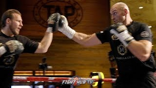 THE FASTEST HEAVYWEIGHT ALIVE? TYSON FURY SHOWS CRAZY SPEED AS HE WORKS THE PADS 4 DAYS BEFORE FIGHT