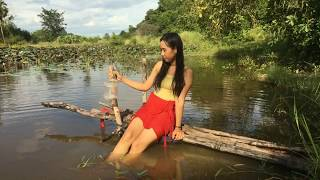 Amazing Fishing Hooks-Beautiful Girl Use Fishing Hook Catch A Lot of Fish in The River