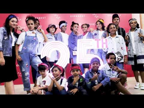 Tampil di Acara Fashion Show    Ulang Tahun Everbest Group ke-25
