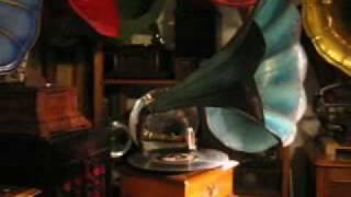 """""""Phonograph  PHRYNIS"""" avec pavillon asymetrique 1906"""