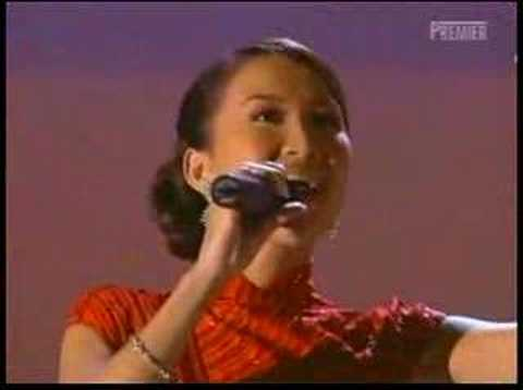 sexy COCO Leeperformed in Oscar in 2001