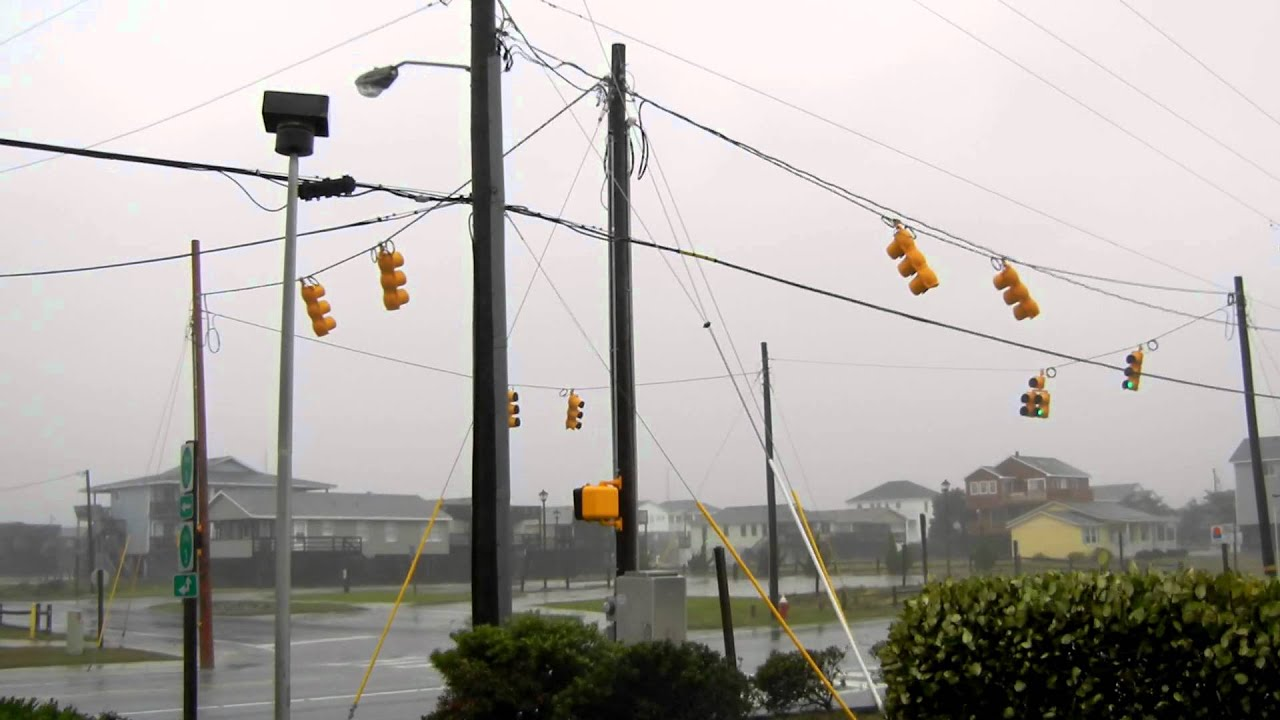 Hurricane Irene Windy Traffic Lights - Kill Devil Hills, NC ... for Real Traffic Lights  199fiz