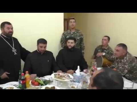 Армянские священники поют патриотическую песню