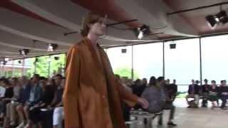 видео Неделя моды в Париже: показы Maison Margiela и Dries van Noten сезона весна/лето-2019 | СПЛЕТНИК