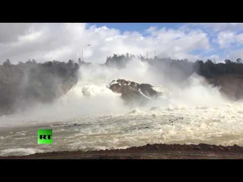 RAW: Oroville Dam spills 100,000 cubic feet of water per second
