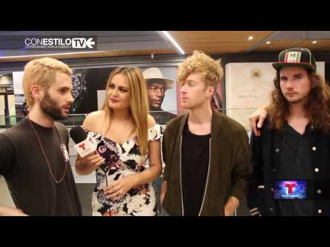 Mothxr  Penn Badgley Performance at the Brickell City Centre  Con Estilo TV