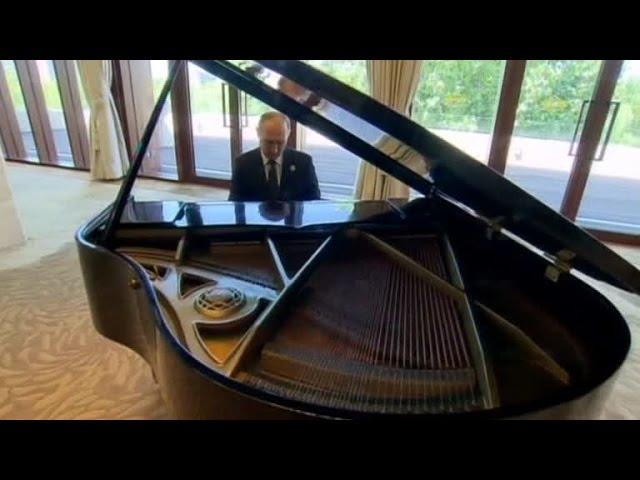 Putin plays piano while awaiting Chinese leader Xi Jinping, Beijing