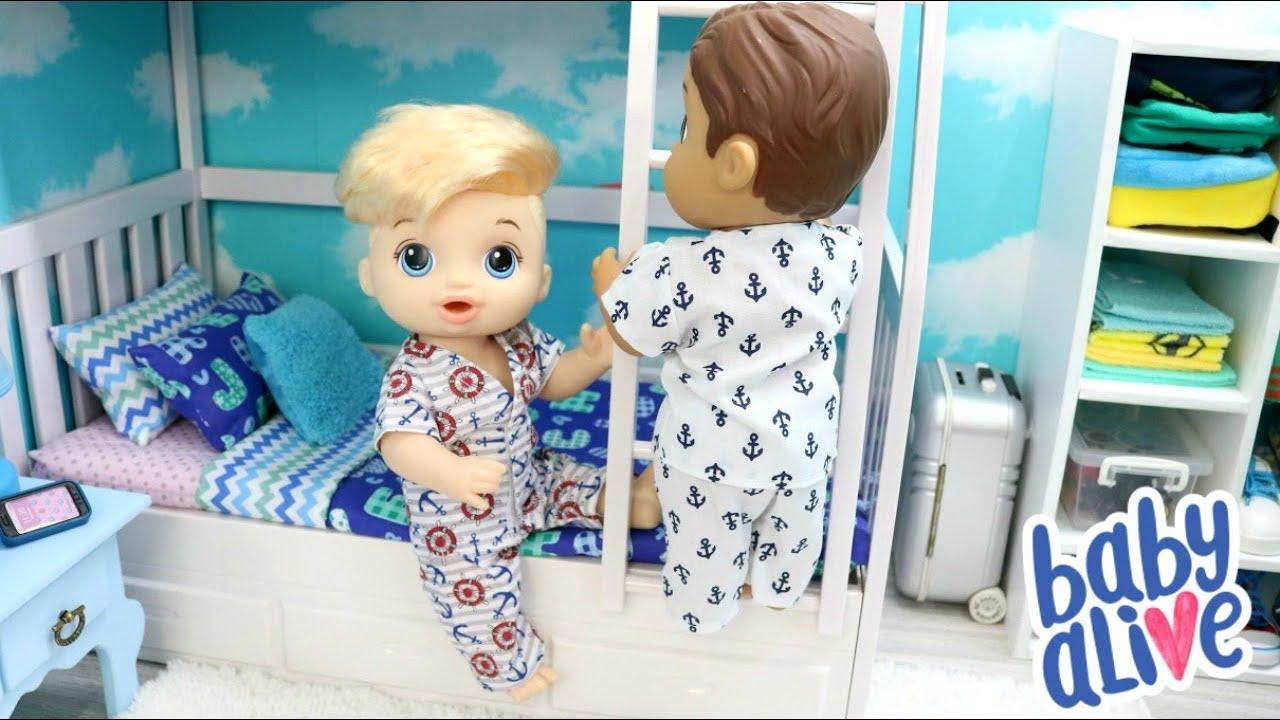 BABY ALIVE MENINOS JUSTIN E FELIPINHO VÃO DORMIR NO QUARTO DECORADO