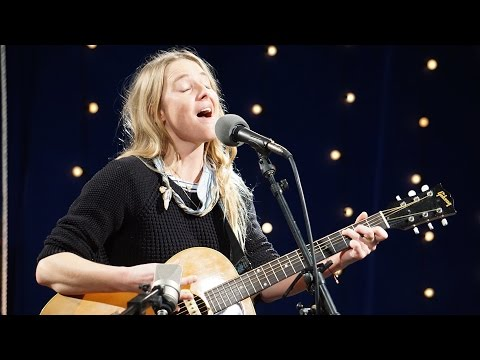909 in Studio : Lissie - 'The Full Session' | The Bridge