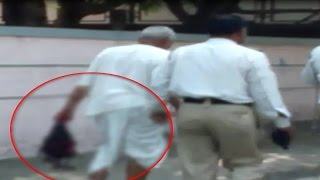 Repeat youtube video Hindi News : Shocker from Pune: Man beheads wife, walks on road with her head