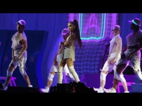 "Ariana Grande performs ""Side To Side"" Live at TD Garden in Boston on 03/03/17"