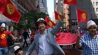 Кыргызстанцы на параде тюркских народов в Нью-Йорке