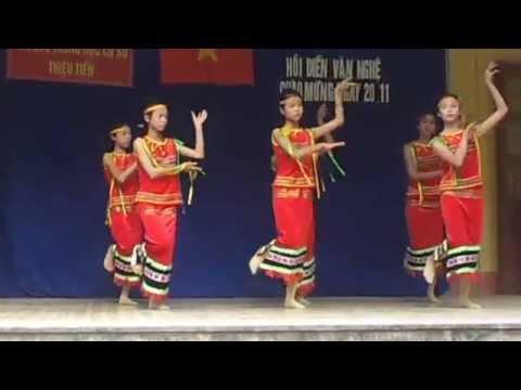 20151119_080333 bài hát múa cô giáo em là hoa eban - 8a - trường thcs thiệu tiến