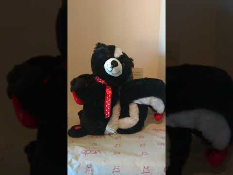 Animated Musical Valentines Serenading Skunk Plays Fever Plush Stuff Animal ~10