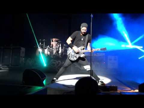 Blink 182 - Travis drum solo & violence intro live HD, Honda civic tour 2011, cincinnatti mp3