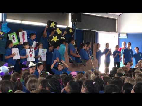 The first performance of Row, row, row your waka by Arataki Primary School, Mount Maunganui.