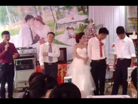 Đại diện nhà gái phát biểu tại đám cưới Hồng Tấn + Mai Thành