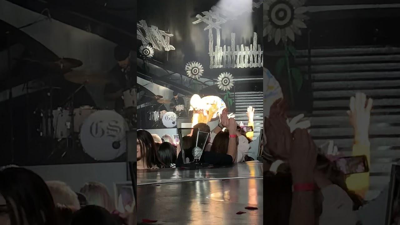 Blake Shelton's Surprise performance with Gwen Stefani @Zappos Theater, Las Vegas 2/19/20