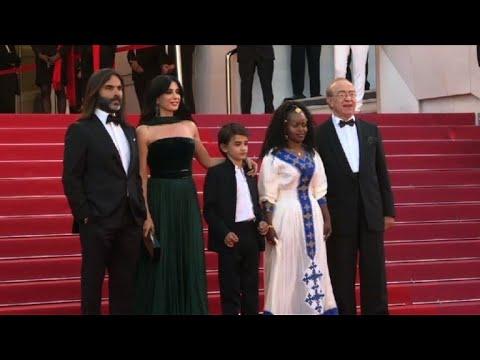 Cannes 2018 Léquipe Du Film Capharnaum Foule Le Tapis Rouge