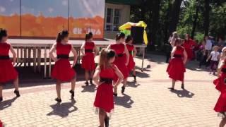 Видео с детского праздника в парке Сказка - Модницы (Джаз-модерн)(Танцевальная студия, школа танцев в Липецке «Mio Ballo». г. Липецк, ул. Космонавтов, 20/3. +7 (4742) 34-60-16 моб. +7 (904) 699-90-77., 2013-06-03T04:50:11.000Z)