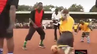 African Football watch this video.try not to alone