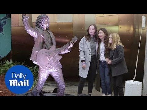 Statue unveiled of late Soundgarden frontman Chris Cornell Mp3