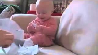 WAPBOM.COM - Video Bayi Lucu Banget Ketawa Ngakak