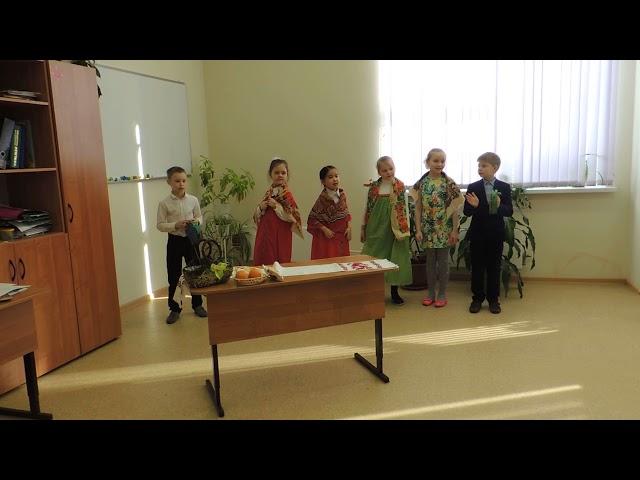 Изображение предпросмотра прочтения – «Дружные ребята» читают произведение «Русские народные частушки» (Русский фольклор )