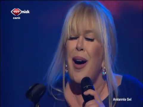 Zerrin Özer - Değmen Benim Gamlı Yaslı Gönlüme (Official Video)