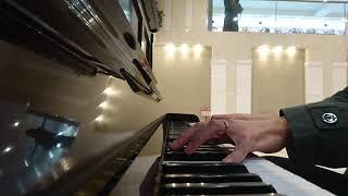 りんくうタウンでピアノ弾いてたら突然この曲を弾きたくなって弾いてしまった。構成とかめちゃめちゃだけど許して(^∧^)(^∧^)