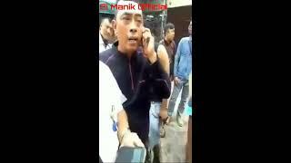 MIRIS !! TNI di perlakukan seperti ini, dikira TNI Gadungan. Rekan nya datang massa langsung bubar..