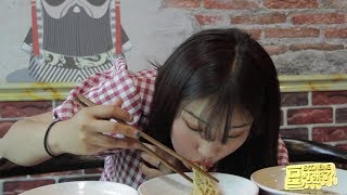 饭店挑战大胃王活动,来了位美女真能吃,吃了5碗还要再吃5碗【豆叮来了】