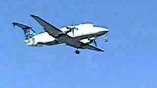 B1900D short finals for Wellington International runway 16
